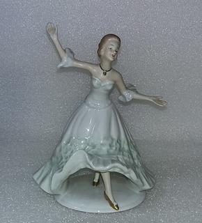 25. Фарфор. Германия. Wallendorf. Валлендорф. Балерина. Девушка. Танец. Реверанс.