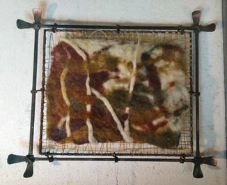 Картина из шерсти в рамке из металла