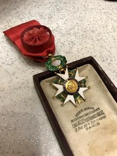 Орден Почётного легиона (Франция) выполнен из золота 750° (клеймо орла)