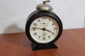 Часы-будильник  час 2 з-д москва