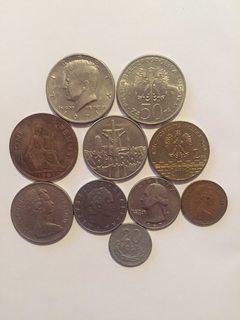 10 монет різного номіналу