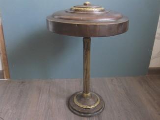 Настольная лампа латунная.