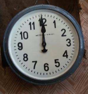 Двусторонние вокзальные часы Стрела