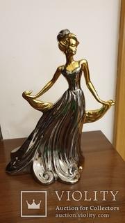 Фарфорова статуетка Золота дама 28см