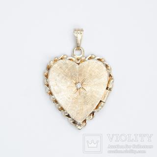 Золотой кулон-локет с бриллиантом