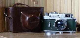 Фотоаппарат Зоркий-4 1957 года выпуска. Зеленая оклейка