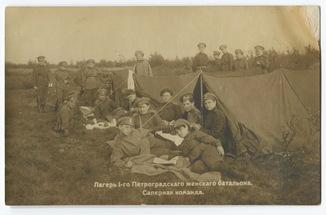 Лагерь 1-го Петроградского женского батальона. Саперная команда. Левашово, 1917 г.