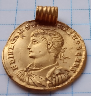 Солід Константина II перероблений в медальйон