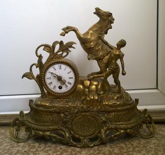 Каминные часы «Укрощение коня» (бронза или латунь, высота 34 см.)