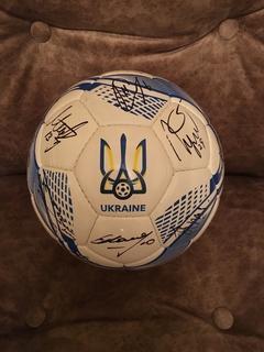 Мяч с автографами сборной Украины по футболу 2019