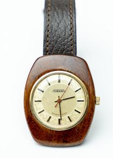 Часы Ракета в деревянном корпусе, СССР