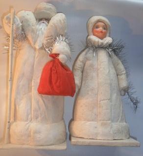 Ватный дед мороз и Снегурочка.