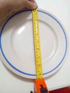 Проста велика тарілка