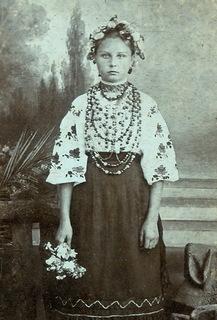 Девочка в Украинской  Одежде.