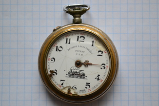 Старинные карманные часы.