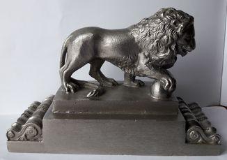 Скульптура Лев с мячом, 13х19,5 см