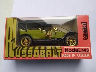 Руссо-балт А22 Торпедо оливковый ранний +коробочка 1983 год