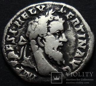Пертинакс / Император у алтаря совершает жертвоприношение.