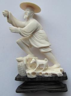 Статуэтка из слоновой кости.