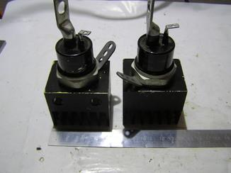 Тиристоры ТЧ100С 7 -464-В2 . Новые. 2 штуки. На радиаторах.