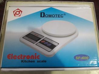 Домашні кухонні ваги Domotec  SF-400  нові зручні. Компактні.