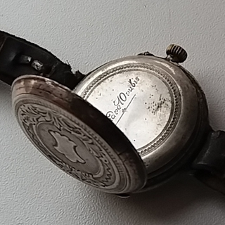 Старинные наручные часы в серебряном корпусе