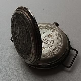 Серебряный корпус старых наручных часов