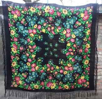 Платок шерстяной с бахромой,  черного цвета с цветами.  СССР. 150х150 см.