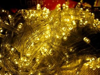 Новогодняя Гирлянда 500 LED лампочек , тепло белый цвет свечения .
