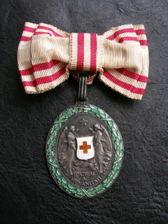 Медаль за заслуги Червоного Хреста.Жіноче нагородження.