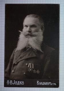 Фото служащего Российской империи с орденом и медалями, 16 августа 1912 года