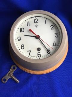 Корабельные часы (на ходу)