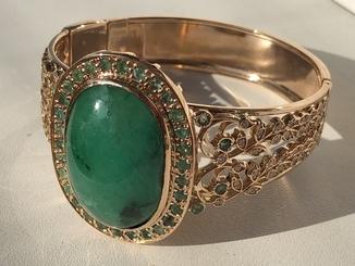 Золотой браслет с огромным изумрудом и бриллиантами