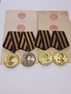 4 варианта медали за победу над Германией с документами.