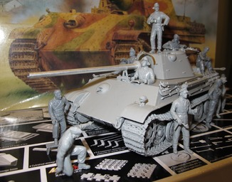 Panther Ausf.F,Dragon 1:35 + два экипажа,