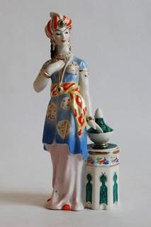 Шамаханская царица из триптиха Золотой петушок Дулево.