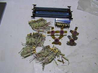 Три разъёма и транзисторы.