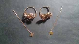 2 кольца с камнями и 2 серьги из золота 585 пробы