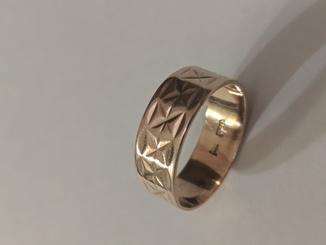 Золотое кольцо.583 проба. 4.5 грамма. 22мм.