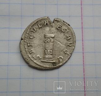 Антониниан  Филиппа I, колонна, консульский столб