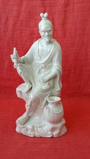 Фигура китайского мудреца с курительной трубкой, год и производитель не известен