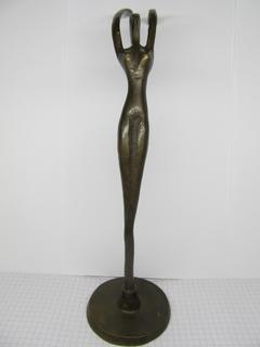Скульптура женщины с поднятыми руками из бронзы, 26 см.