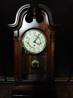 Настенные часы с четвертным боем