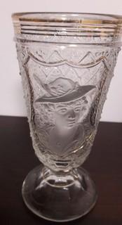 Старинный стакан с портретом.