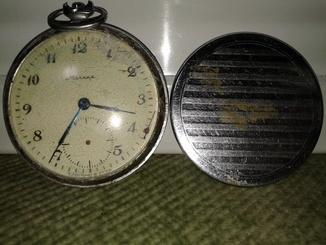 Часы карманные,  '' Молния '', 18 камней. С С С Р. на реставрацию или запчасти