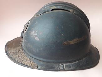 Каска Адриана 1915 года, кокарда французской пехоты, ветеранская пластина