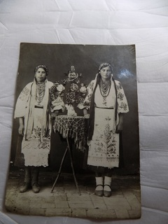 Фотография 1940 года в вышиванках