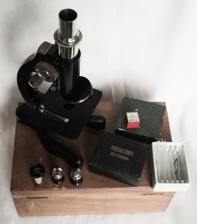 Микроскоп старый из Франции.