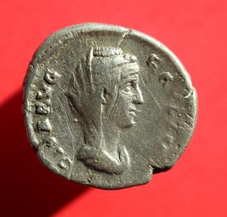 Денарий Faustina I (RIC III 350a) veiled