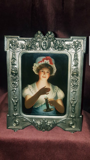 """Авторский фарфоровый пласт """"Девушка со свечой"""",авт.Wagner."""